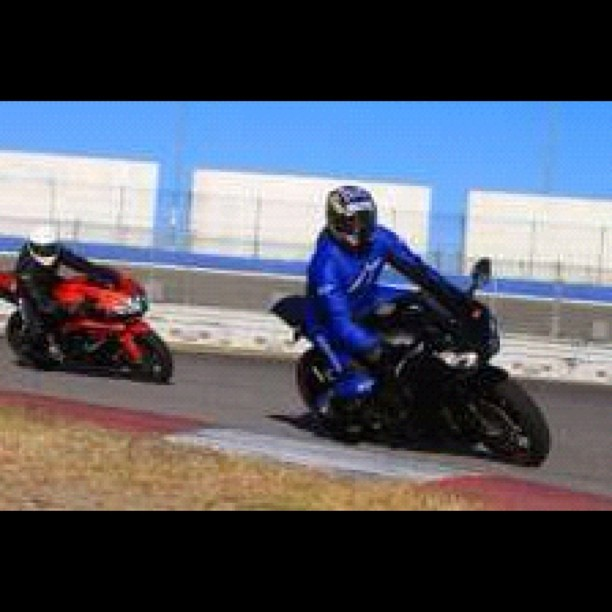 Just a day at the track (: #honda #cbr1000 #fireblade #suzuki #gsxr600 #trackday