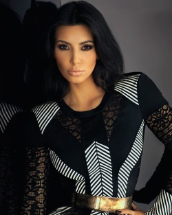 Kim Kardashian Looks Like Black Gold And White Platinum. Wonder how she looks like on Halloween Day?