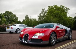 Who Doesn't Like Bugatti? Especially the two tone F1 Bugatti? Bugatti is one of the most expensive car to show off your rich and famous status. Have test drove one yet? If not, it's about time to make some green like this guy to buy the red!