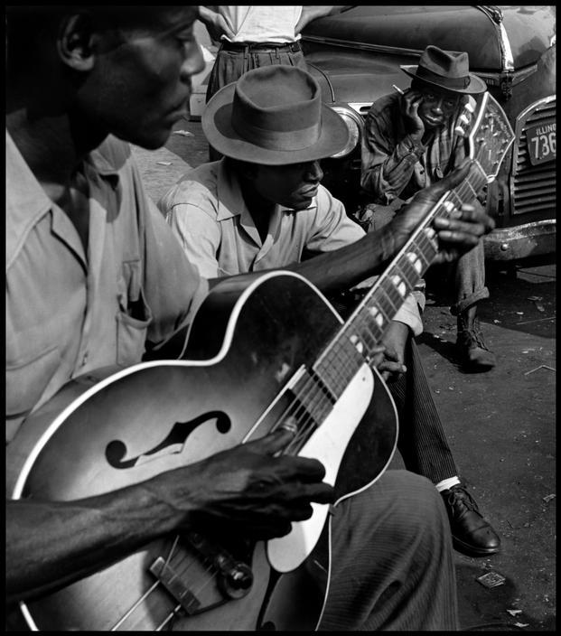 flowerspower:  Blues at the Maxwell Street flea marketChicago, 1947© Wayne Miller/Magnum Photos