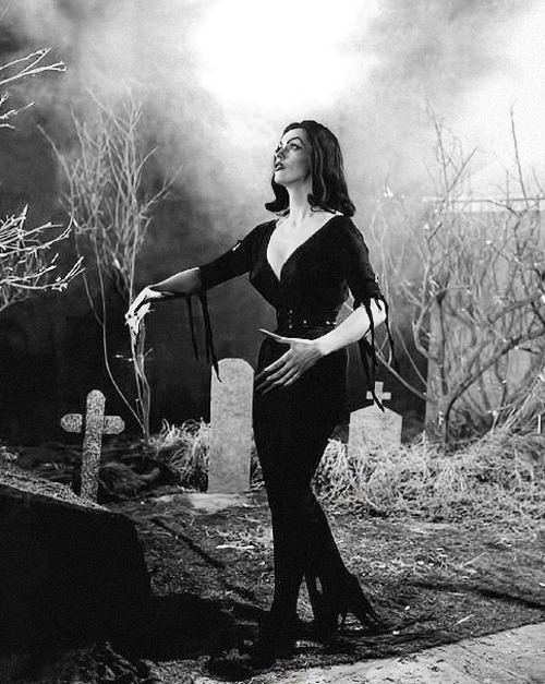 Maila Nurmi in Plan 9 from Outer Space (1959)
