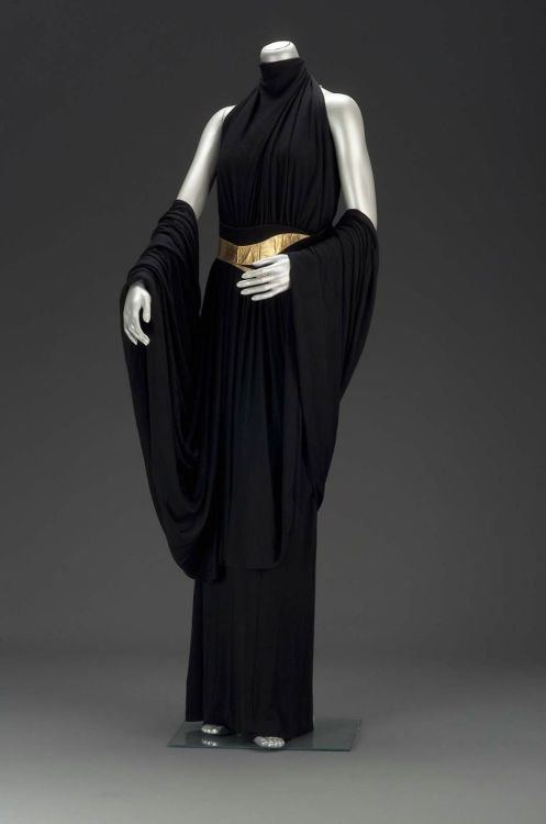 Woman's evening dress circa 1930s from New York. Boston Museum of the Fine Arts. Accession Number: 2002.417.1-3