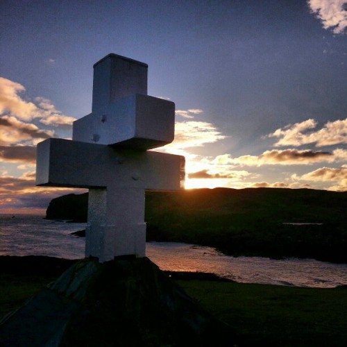 Thousla cross @ the Sound Isle of Man #sunset #memorial