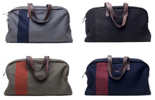 Need a gift for him? How about this Everlane Weekender for under $100? It's chic, simple and sturdy!