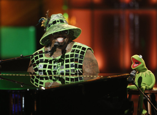 nbcthevoice:  The Muppets visit The Voice tonight, including a performance by CeeLo Green and Kermit the Frog!