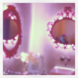 Magic bathroom #mirror #espejos #pink #decoration #bath #glass #looking #looking-glass#bathroom #design #style #trend #nice #cool