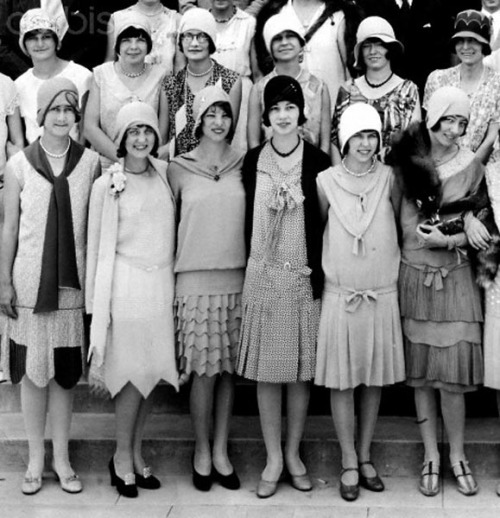 Retro Snap…High School Class photo, c.1925 Fabulous flapper fashion!