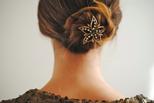 DIY holiday hairstyle on www.dentelleetfleurs.com