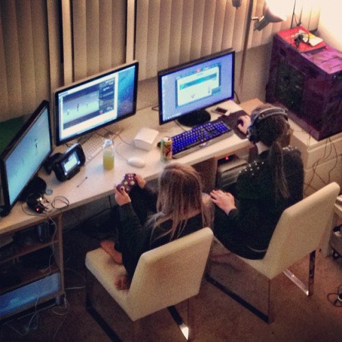 ijustine:  Gaming with @catrific - I'm playing wiiu and xbox while she's LoL'ing