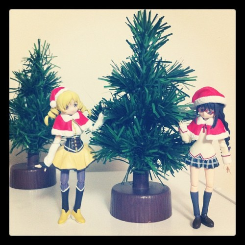 Mami & Homura starting to get ready for Christmas!