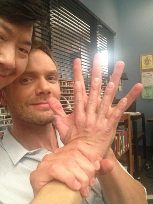 engelen:  Joel McHale suffers from YAOI hand syndrome.