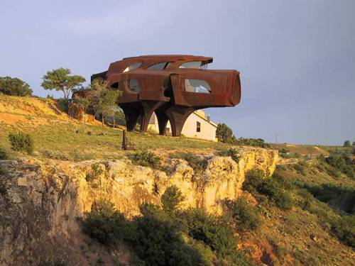 TinRek29:  Robert Bruno's Steel House Location: Lubbock, Texas  Photo Source: http://www.instantshift.com