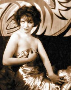 lostsplendor:  Clara Bow, Between the Sheets