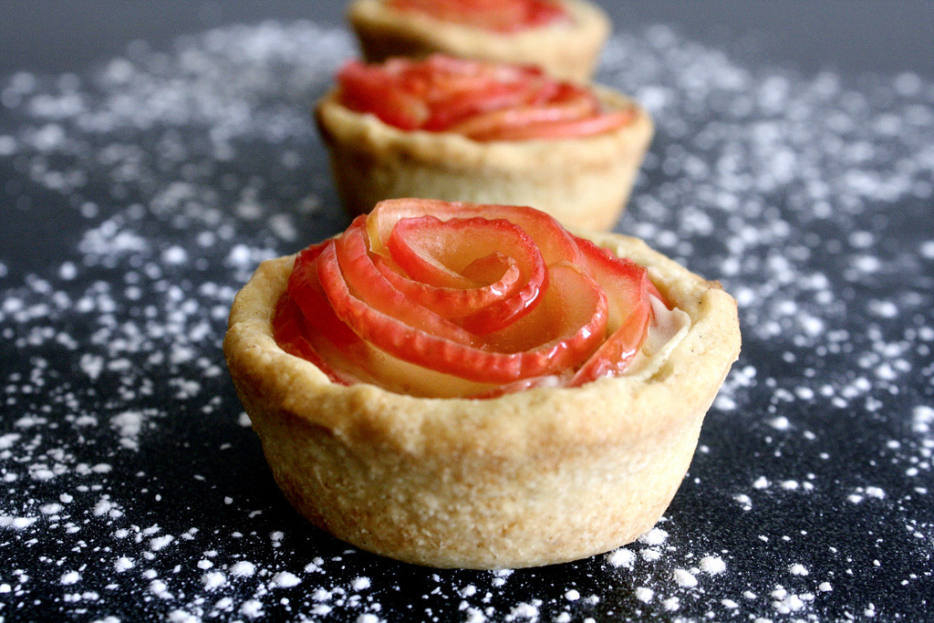 Apple-Almond Rose Tartlets (GF) (by Cakes 'n' Bakes)
