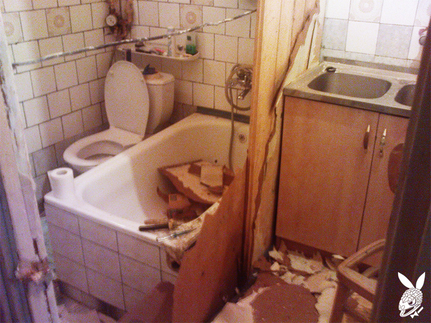 13-SEPTEMBER-2012, GDAŃSK (OUR BATHROOM/KITCHEN)