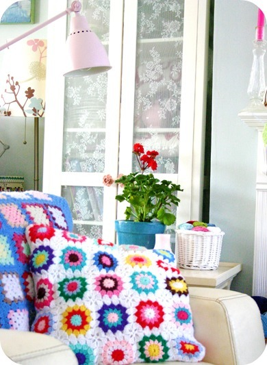 Enjoy this nice little crochet in the home pic from CocoRoseTextiles.