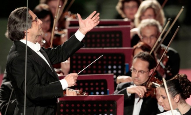 A new study asked an old question: Do orchestra conductors actually serve a purpose, or are they pure spectacle?  To answer that question, the University of Maryland analyzed whether the conductor leads the orchestra or the orchestra leads the conductor. In this experiment, researcher Yiannis Aloimonos and his colleagues installed tiny infrared lights at the tip of a conductor's baton as well as on the bows of violinists. While the orchestra played, infrared cameras captured every movement, which were then analyzed using mathematical techniques pioneered by Nobel-Prize winning economist Clive Granger. The scientists in this study theorized that if the movements of the conductor predicted the movements of the violinists, then the guy holding the baton was clearly in charge.  So what happened? It turns out the purists were right all along — the movements of the violinists were indeed predicated on the movements of the conductor.  Keep reading…