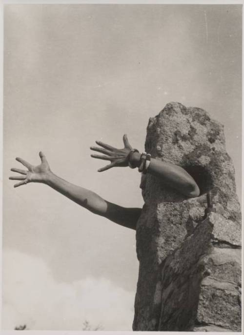 reverseshot:  Claude Cahun, I extend My Arms (Je tends les bras), 1931
