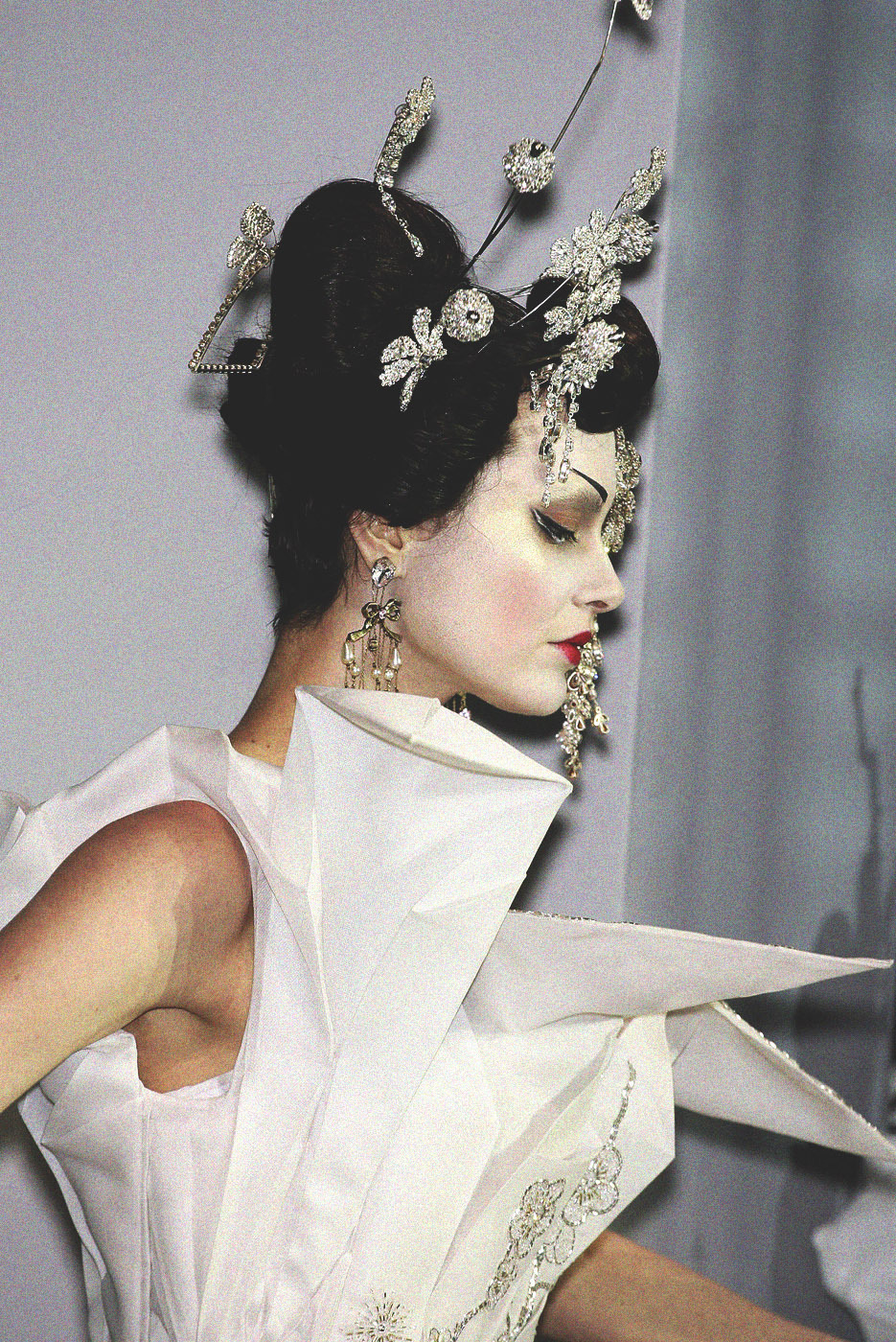 christian dior haute couture s/s 2007, shalom harlow on the finale at paris fashion week