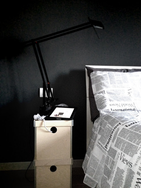 boxes as bedside table (via Details of us)