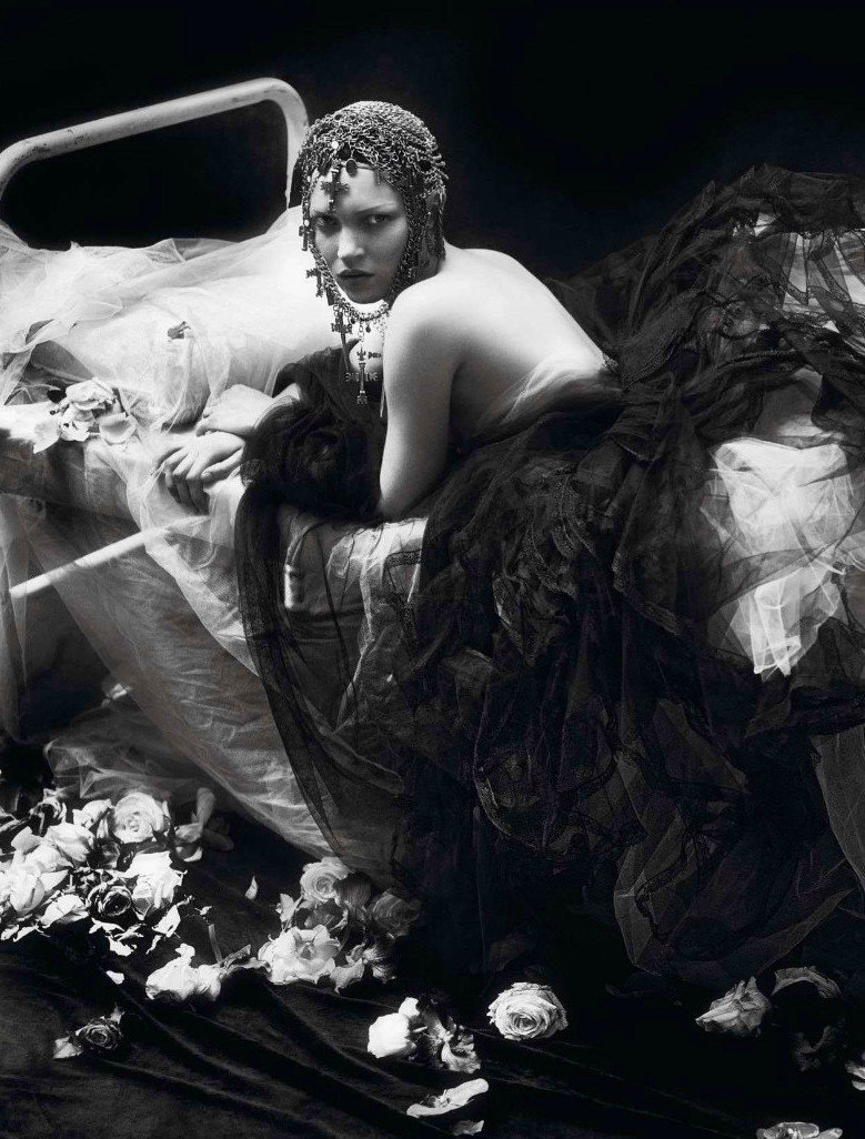 q-m-n-m-d:  Kate Moss by Mert Alas & Marcus Piggott for Vogue Paris, September 2012