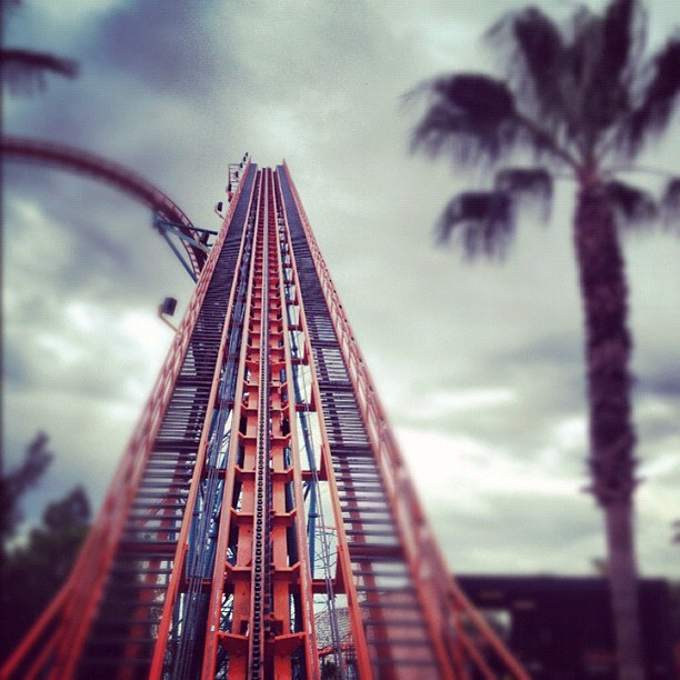 #Goliath #AmericanCoaster #RollerCoaster #SixFlags #MagicMountain @sixflags @sixflagsmagicmountain  (at Six Flags Magic Mountain)