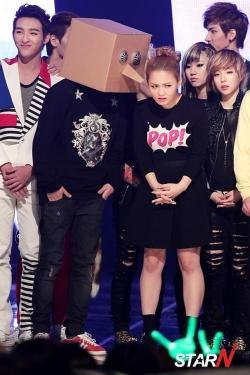 hahahaha!!!! Lee Hi has such expressive eyes. If Dara has dramatic eyes, Lee Hi's are full of character.