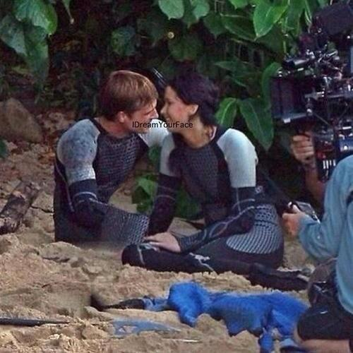 joshifereverlark:  sunset-orange-peeta:  CRYING  sobbing