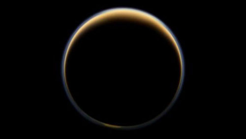 Atmosphere of Saturn moon Titan is on the moveHeat from the summer sun in the northern atmosphere and colder temperatures in the south caused gases to move around Titan.