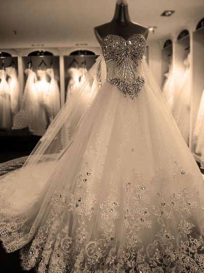 liciainwonderland:  this dress is so beautiful.