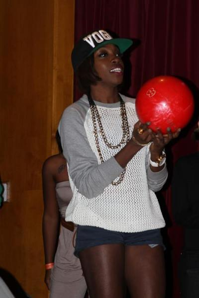 Estelle bowling at the First Annual Charity Bowling Fundraiser at Lucky Strikes in LA.  The event was in support of Girls With Gifts which is an organization founded by Antoinetta Hairston and Monique Hobbs, that was created to inspire and empower young girls, hoping to help them develop their talents and gifts from an early age…see more pics here