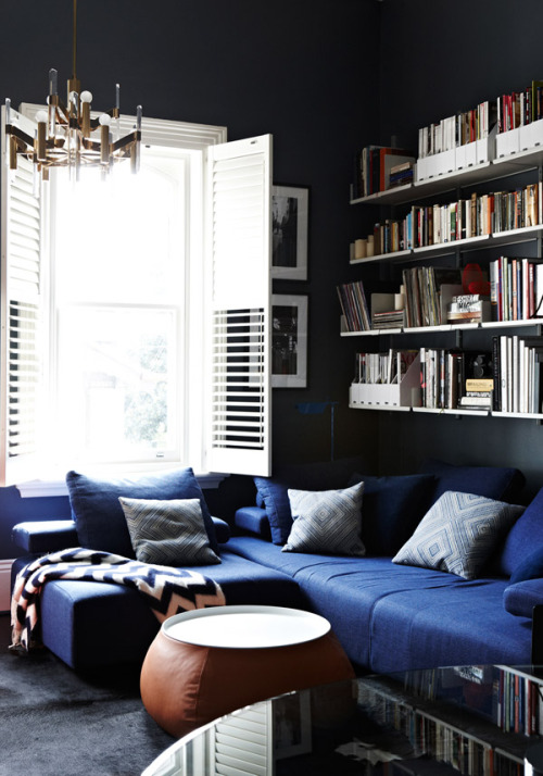 myidealhome:  deep blue (via Melbourne Home · The Design Files)