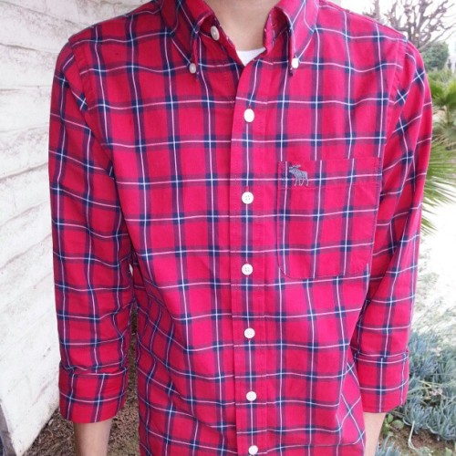 Stupid bf stands out like hell with his new red plaid shirt on a gloomy day -__- #bf #mensfashion #boyfriend #anf #red #plaid #abercrombie #flannel #fashion #lookbook #attentionwhore #thisidiot