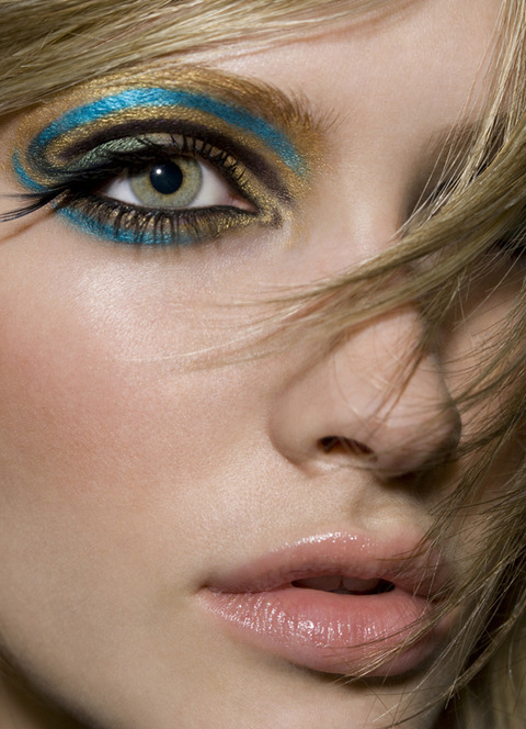 make-up-is-an-art:  Beauty. Photo by Robin Schoen.