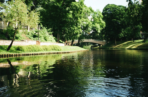 nostalgic-dreaming:   Canal by Plaggue on Flickr.