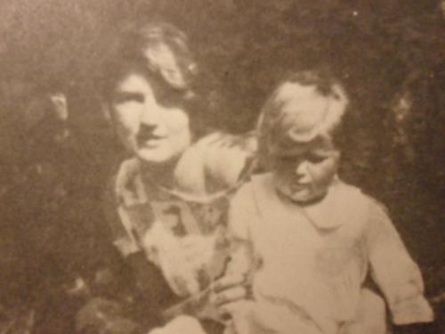 Zelda Fitzgerald and Scottie around 1924 [X]