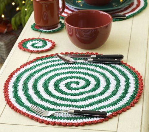 pattern (schema) > http://www.favecrafts.com/Crochet-for-Christmas/Christmas-Pinwheel-Placemat-and-Coasters-from-Red-Heart-Yarn