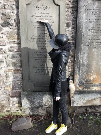katisque:  I also got my nerd on and went to visit Thomas Riddle's gravestone in the Grayfriars Kirkyard from which J.K Rowling said to get the inspiration for lord Voldemort.