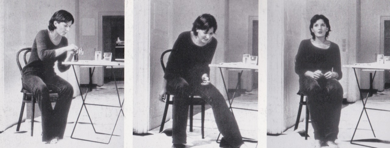 arteperformativa:  RHYTHM 2, 1974PERFORMANCE6 HR.GALERIJA SUVREMNEUMJETNOSTI, ZAGREBI use my body for an experiment. I take the medication used inhospitals for the treatmentof acute catatonia andschizophrenia, which puts mybody in unpredictable states.