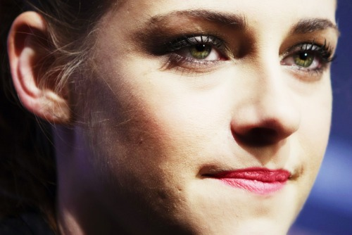 :) *original photo thnks to kstewartfans*