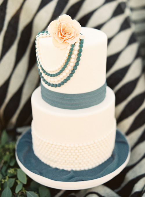 Is this cake wearing pearls? Priscila P.