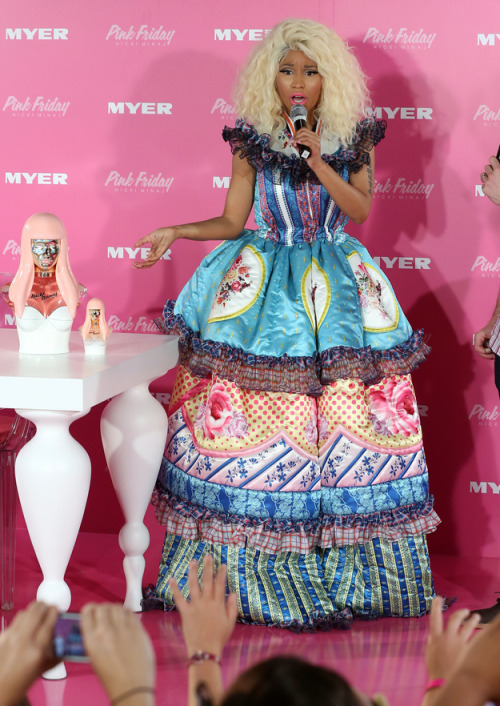 buzzfeedceleb:  What in quilted, Alice In Wonderland hell is Nicki Minaj wearing?