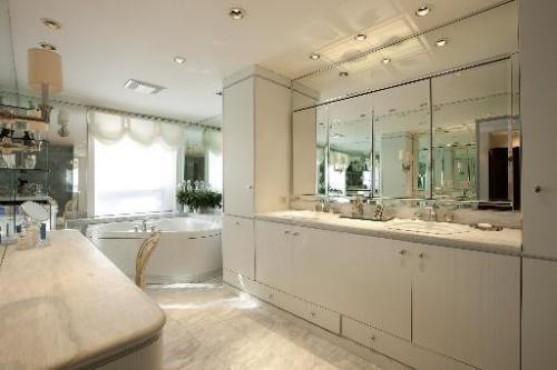 The bathroom is bigger than your apartment. Cool.  Inside tour of a $4 million house for sale in the Gold Coast.