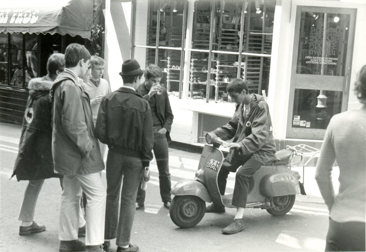zombiesenelghetto:  Mods in London, photo by Paul Wright 1979 via
