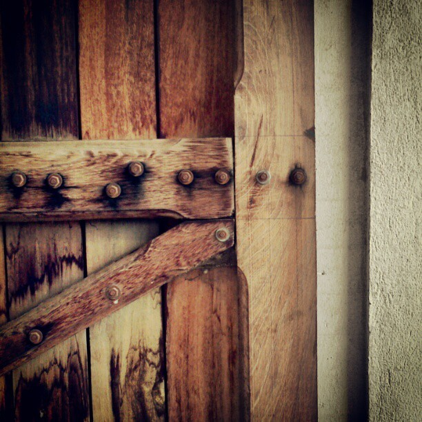 #door #doorporn #gate #wood #screw #nails #minimal #minimalism #natural #rust #geometric
