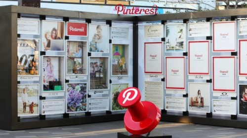 "Real-Life Pinterest Board at Westfield   If you've ever dreamed of pinning something on Pinterest IRL, head over to the Westfield UTC mall in La Jolla, Calif. To celebrate its recent $180 million renovation, the mall introduced what is believed to be the first real-life Pinterest board this month. The board features physical products from participating retailers in the mall. There's also an online Pinterest board where consumers can create their own board with the theme ""Escape Everyday"" to win items featured on the physical one.  via: mashable"