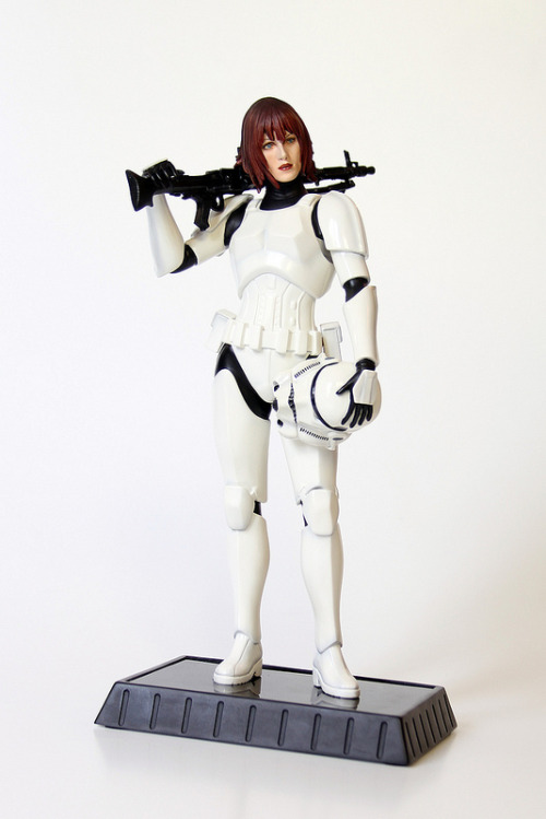 swnz:  Jes Gistang (Gentle Giant PGM Exclusive statue). Via MattAndKristy (Flickr).
