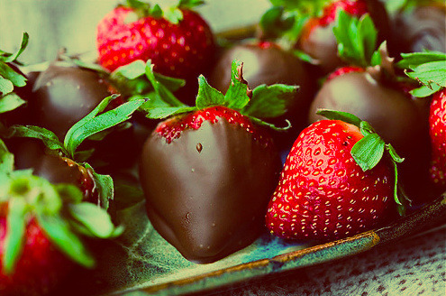 lovelyjubblyphotosets:  Chocolate & Strawberries