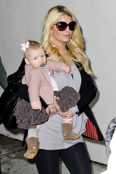 Jessica Simpson + her daughter Maxwell at LAX today…