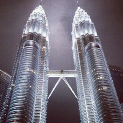 #Malaysia #kl #landmark #architect #building #skyscraper #tourist #night #lights #KualaLumpur #twintower